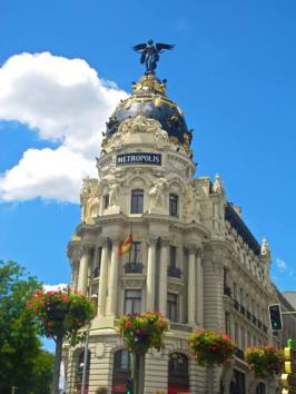 If we hadn't left the airport in Madrid, we wouldn't have been able to see beautiful buildings like this.
